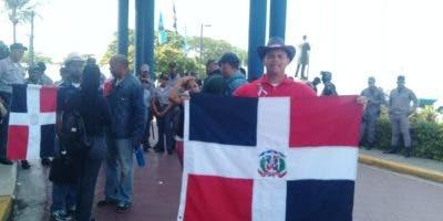 La protesta se realiza frente a la Dirección General de Migración