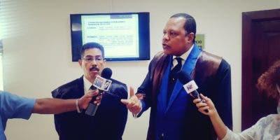 Los abogados del PRSC, Eddy Alcántara y Manuel Olivero ofrecen declaraciones a los medios.