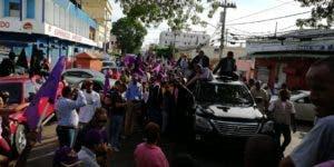 Leonel inicio el recorrido por la avenida Nicolás De Ovando. Foto: Hillman Pimentel