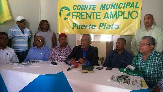 Los miembros del Frente Amplio ofrecieron la información en rueda de prensa.