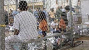 """Según datos oficiales, cerca de 2.000 menores inmigrantes han sido separados de sus familias en la frontera con México en un plazo de seis semanas, debido a la política de """"tolerancia cero"""" del presidente de EEUU, Donald Trump."""