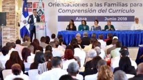 Andrés Navarro indicó que el Ministerio editará millones de copias del currículo por competencias.