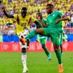 Davinson Sánchez de Colombia, izquierda, compite por la pelota con Diafra Sakho de Senegal, derecha, durante el partido del grupo H entre Senegal y Colombia, en la Copa Mundial de fútbol 2018. AP.