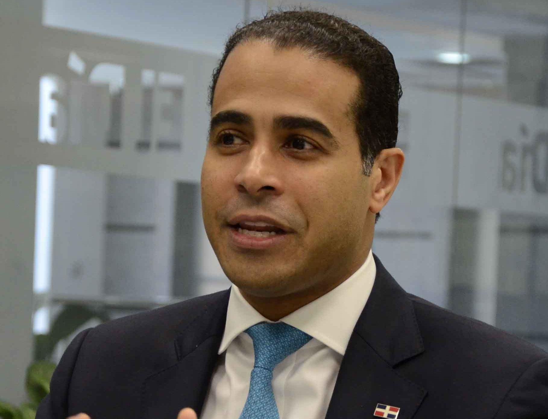 José Dantés Díaz trabaja para agilizar los procesos de titulación en el país.  José de León