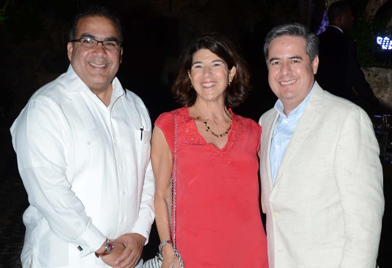 Raymi Mejía, Jacqueline Wolfvdki y Manuel Rangel Jr.