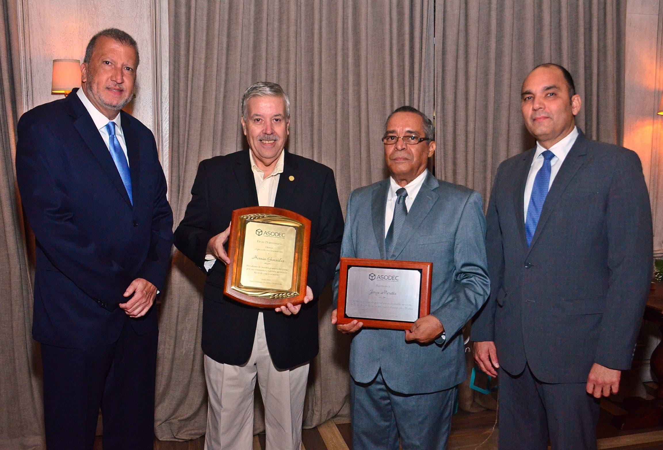 Luis Valdez, Hernán González,  Jorge Merete  y Enrique Ramírez  en la celebración del 25 aniversario.