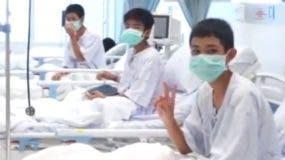 Los niños dentro de la cueva sobrevivieron a condiciones muy difíciles. Ahora se recuperan en el hospital, aunque se encuentran en buen estado de salud.