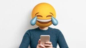 """La """"cara con lágrimas de alegría"""" es el emoji que más se usa en todas las plataformas."""