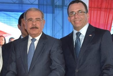 Danilo Medina y Andrés Navarro en acto.  fuente externa