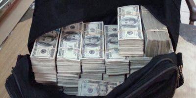 Dinero incautado en el puerto de Haina a banda.Archivo
