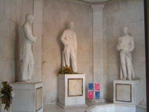 Estatuas de los libertadores de la República Dominicana en el Altar de la Patria.