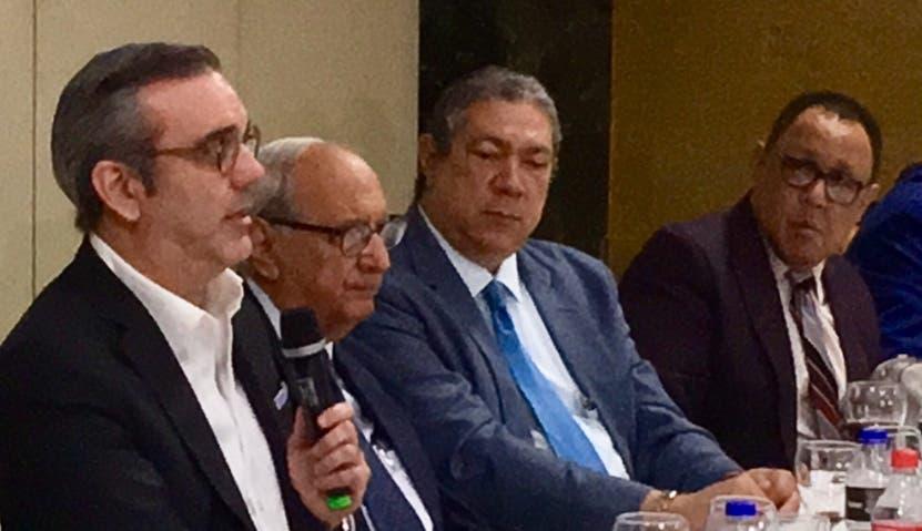 Abinader habló en encuentro en Santiago.  fuente externa