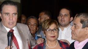 El senador José Hazim Frapier, Rafaela Albuerquerque y Marino Collante.  Jose de Leon