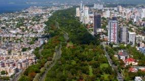 Vista aérea del Parque Mirador Sur, importante pulmón urbano ecológico.  RICARDO BRIONES.