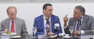 El presidente del Indotel estuvo  acompañado por miembros el consejo administrativo.