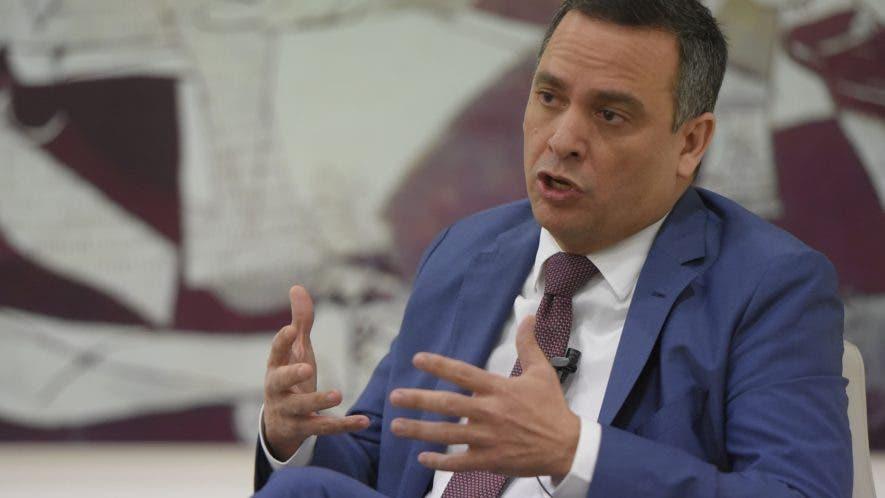 Luis  Henry Molina habló durante su participación en el Almuerzo del  Grupode Comunicaciones  Corripio.   Arismendy lora.