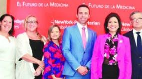 Los especialistas junto a la vicepresidenta de la República, Margarita Cedeño de Fernández.