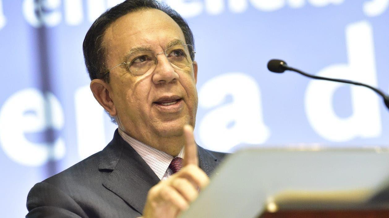 El gobernador del Banco Central, Héctor Valdez Albizu, en la presentación del plan.