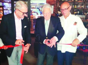 Embajador Calventi corta cinta para inaugurar club en Berlín.