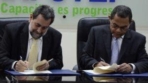 Enrique Deibe y Rafael Ovalles firmaron el convenio.