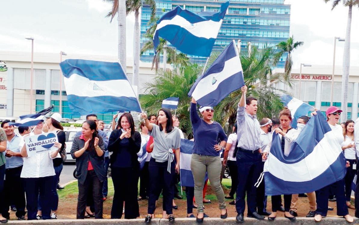 Cadena humana pide renuncia de presidente Ortega