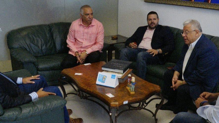 Miembros de la Fundación Somos visitaron   al director de EL DÍA, José Monegro. Foto: Elieser Tapia.