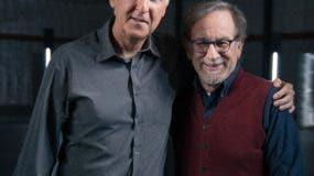 James Cameron y  Steven Spielberg   se han enfrascado en un divertido diálogo.  Archivo.