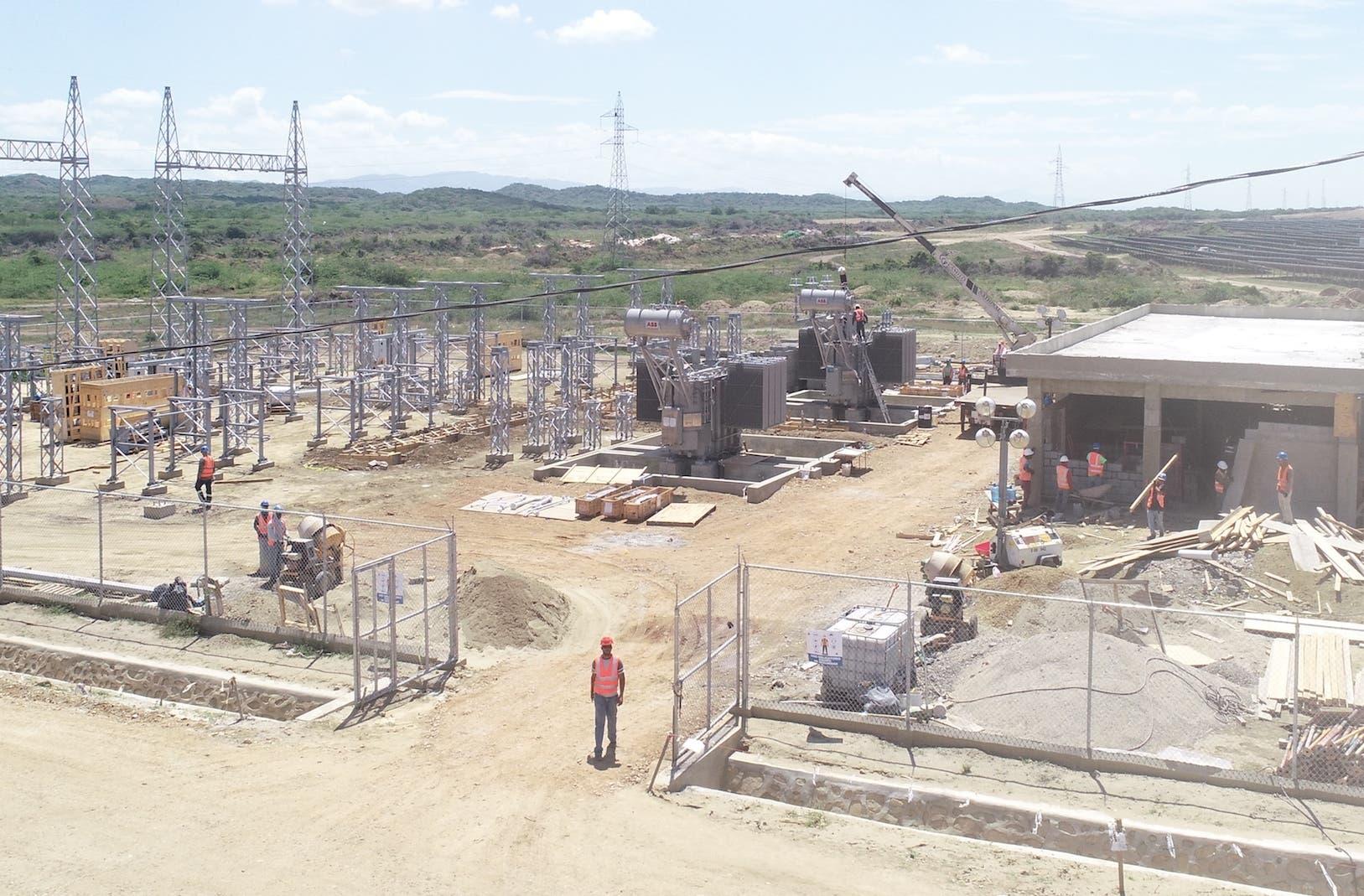 Montecristi Solar es el proyecto más grande de Centroamérica y el Caribe y pretende ampliarse a una segunda fase.  Fuente externa