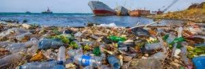 En 2050 habrá   en el océano más toneladas  de plásticos   que peces, según la fundación Ellen MacAthur, que promueve una economía que convierta los residuos en recursos.  Archivo