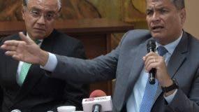 El expresidente ecuatoriano Rafael Correa dice que vive acosado  por el gobierno.