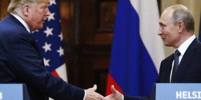 El saludo entre los presidentes Donald Trump y Vladimir Putin resultó un hasta luego y no una  despedida definitiva.
