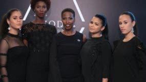 Rhodie Lamour  junto a cuatro modelos.