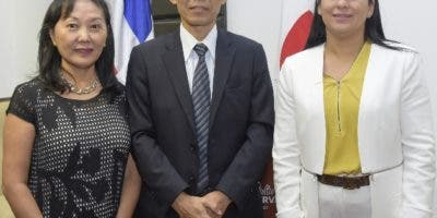 Ruri Miwa, Yoshihiro Miwa y Deyanira Pappaterra.