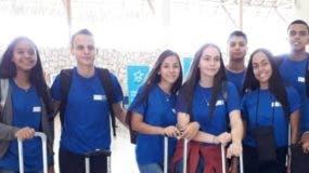 El grupo de jóvenes que viajó al campamento.
