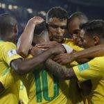 Jugadores de Brasil celebran tras  victoria en el Mundial.  Ap