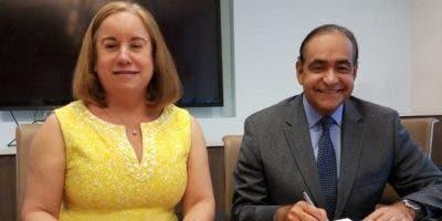 Mercedes Martínez y Julio Amado Castaños.
