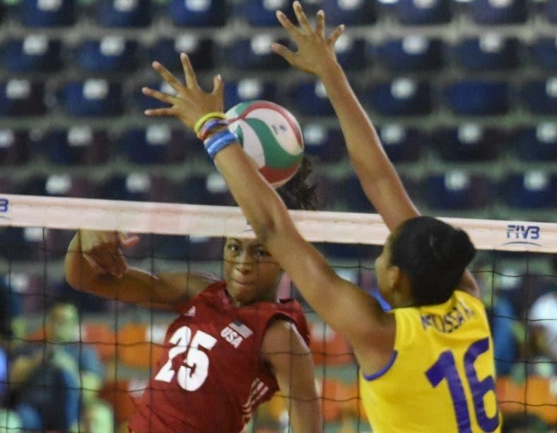 La acción es del juego Estados Unidos y Colombia.   Raúl Calvo