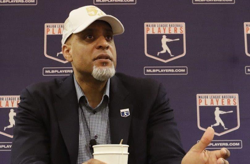 Tony Clark exhorta poner  atención a  obstáculos béisbol.aP