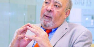 Julio Sánchez  Maríñez    destaca la labor de los docentes en la formación de  las nuevas generaciones  y el reto de que sea educación de calidad.  Elieser Tapia