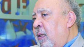 El rector Julio Sánchez  habla de sus primeras experiencias en las aulas.  Elieser tapia.