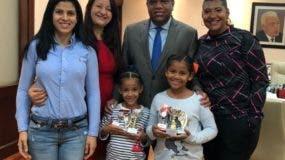 Las campeonas junto al ministro de Deportes, Danilo Díaz y familiares.