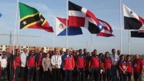 Al centro se observa la bandera dominicana, enhestada ayer en la Villa de Barranquilla.