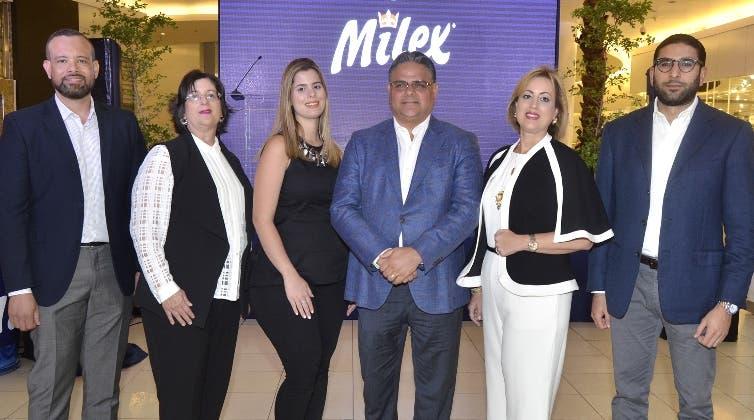 Randolph Luna, Jacqueline Mejía, Isabella Nouel, Raúl Rizik, Alexandra Mejía y Raúl Peralta.