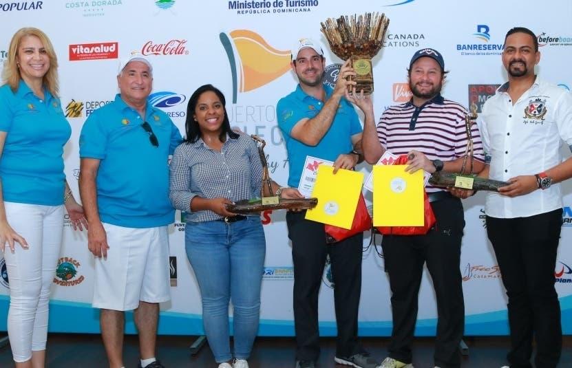 Aspecto de la premiación a los ganadores de golf.