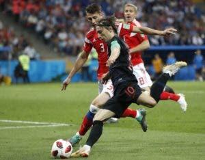 Luka Modric  lidera  excelentes  mediocampistas croatas.  AP