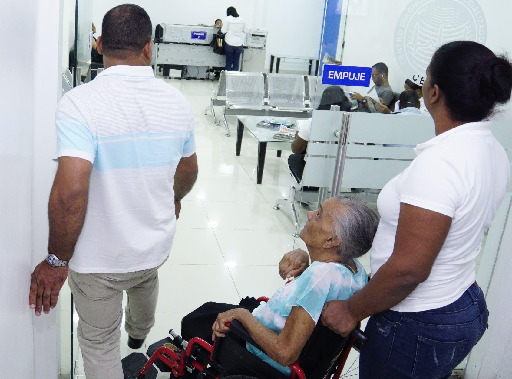 Cada día miles de pacientes acuden a los centros de diagnósticos para realizarse diversos análisis médicos.  ELIESER TAPIA