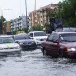 Las calles de muchos sectores quedaron anegadas por los prolongados aguaceros registrados ayer.  Elieser Tapia/José de León