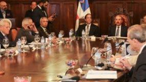 El presidente Danilo Medina se reunió ayer con los empresarios miembros del Consejo de Competitividad.  fuente externa