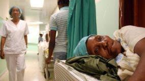 Muchos médicos   piden a sus pacientes  que se realicen  los análisis en los centros médicos en que laboran . ARCHIVO