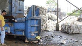 Los ciudadanos deben  ser motivados e involucrados en el proceso de  reciclaje,  dijo Lorna Aquino, de Green Love  .  De león